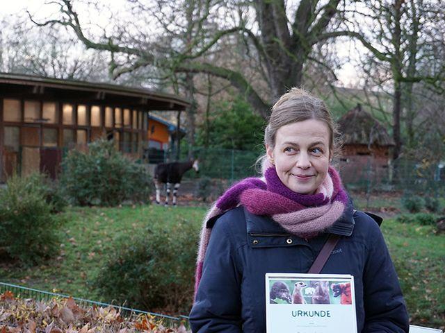 Mariana Leky mit Okapi-Patenschaft geehrt